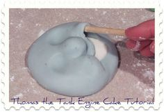 Thomas the Tank Engine Cake Tutorial -how to make his face :)