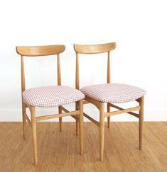 Restored and reupholstered 2 vintage chairs / Solid beech and Pale pink & white houndstooth new fabric / Mid Century Modern / Danish style Danish Style, Danish Modern, Mid-century Modern, Pale Pink, Pink White, Antique Chandelier, Vintage Chairs, White Fabrics, Wooden Boxes