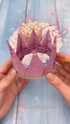 Diy Crafts Hacks, Diy Crafts For Gifts, Diy Arts And Crafts, Diy Crafts Videos, Creative Crafts, Paper Crafts Origami, Paper Crafts For Kids, Instruções Origami, Origami Crown