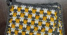 Työharjoittelussa löysin eräästä vanhasta virkkausmallikirjasta hauskan kolmella erivärisellä langalla virkattavan mallin ja ajattelin kokei... Crochet Stitches, Pot Holders, Blanket, Blankets, Hot Pads, Potholders, Carpet, Planters, Quilt