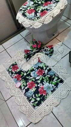 Not sure about big flowers but maybe a beach side would be really pretty. Crochet Home, Crochet Crafts, Crochet Doilies, Knit Crochet, Doily Patterns, Crochet Patterns, How To Make Placemats, Crafts To Make, Diy Crafts