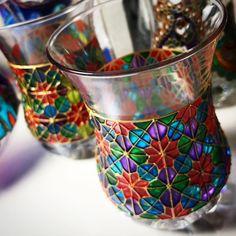 نور صباح الاعظمي's media content and analytics Glass Painting Designs, Stained Glass Designs, Paint Designs, Mirror Painting, Ceramic Painting, Bottle Painting, Bottle Art, Painted Jars, Hand Painted