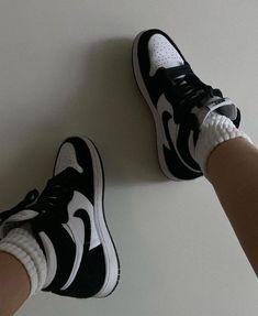 Jordan 1 Black, Jordan 1 Retro High, Jordan 11, Nike Basketball, Jordan Shoes Girls, Girls Shoes, Nike Air Force, Nike Air Max, Jordan Sneakers