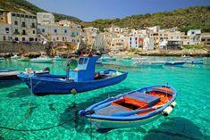 A incrível cor do mar na ilha Levanzo Itália