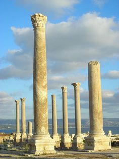 Roman ruins in the ancient Phoenician city of Tyre, Lebanon (by elizabeth_ayoub).