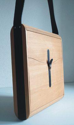 """Notebook case, briefcase """"adAkTASCHE"""" made of wood - design-di .- Notebook case, briefcase """"adAkTASCHE"""" made of wood – design-ding SHOP Leather Projects, Diy Wood Projects, Wood Crafts, Leather Bags Handmade, Leather Craft, Wooden Purse, Notebook Case, Leather Workshop, Laptop Case"""