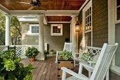This notion is particularly accurate in regards to your front porch decorating. Use this little porch idea to produce the space seem bigger . Interior Exterior, Exterior Design, Exterior Colors, Outdoor Rooms, Outdoor Living, Home Porch, Cottage Porch, Decks And Porches, Front Porches