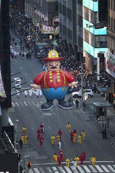 The Macy's Thanksgiving Day Parade New York Thanksgiving, Macys Thanksgiving Parade, Happy Thanksgiving, Clowns Band, Parade Route, I Love Nyc, Felix The Cats, Happy Fall, Fire Trucks