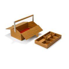"""Das Produktlabor Auerberg bringt den guten alten Werkzeugkasten zurück. Mittlerweile bieten dort neun Designer ihre eigene Interpretation des Themas """"Boxes"""" auf – Kisten gegen die Zeit für jede Gelegenheit."""