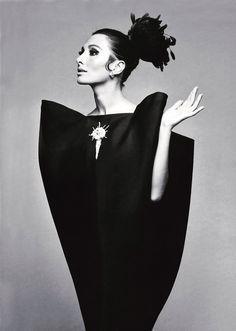 Descubre el antes y el ahora de las firmas de moda con más historia. Renacen y triunfan al ritmo de las nuevas generaciones de diseñadores.