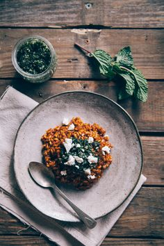 Carrot risotto with mint pesto and feta — Seriously delicious and healthy! Veggie Recipes, Whole Food Recipes, Vegetarian Recipes, Cooking Recipes, Healthy Recipes, I Love Food, Good Food, Yummy Food, Tasty