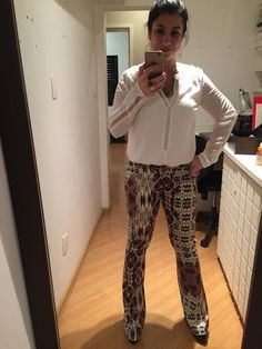 COMPREI: é o conjuntinho que vou ganhar do meu pai. calça flairs com camisa branca.