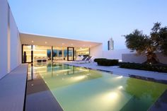 Jesolo Lido Pool Villa by JM Architecture 02