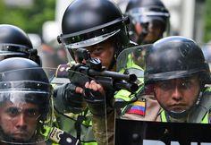 cool Maduro sube el salario mínimo 60% en plena crisis política, mientras la oposición reta a nueva marcha el 1 de mayo