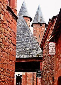 pueblos bonitos francia collonges la rouge Medieval, Iberian Peninsula, Monaco, Portugal, Spain, Andorra, France, Country, House Styles