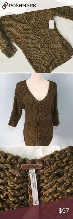 """NWT Free People Georgia Sweater Perfect condition, 1/2-3/4 sleeves, tunic slit to sides, mixed media knit. Bust 20"""", Length 25"""" (front) & 28"""" (back), shown on a 6-8 dress form, oversized fit for an XS. Free People Sweaters"""