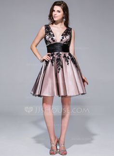 A-Line/Princess V-neck Short/Mini Tulle Charmeuse Homecoming Dress With Appliques Lace (017026073)