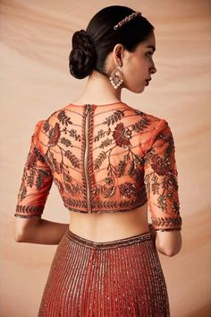 It's wedding season already so put on your lehenga and get ready to start this new year with a bang. Check out the most trendy and stylish blouse designs that you can totally take inspiration from. Stylish Blouse Design, Saree Blouse Neck Designs, Fancy Blouse Designs, Indian Blouse Designs, Traditional Blouse Designs, Choli Designs, Cut Work Blouse, Lehenga Blouse, Lehenga Choli