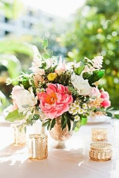 romantic Hawaii wedding floral centerpieces - photo by Julie Harmsen Photography