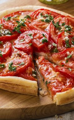 Tomato pie, mustard and fresh herbs , Vegetarian Cooking, Vegetarian Recipes, Tart Recipes, Cooking Recipes, Pizza Recipes, Comida Pizza, Food Porn, Tomato Pie, Healthy Dinner Recipes