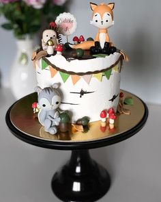"SILVIA CAKES on Instagram: ""Forest friends 🍰 #forestanimalscake #forestanimalscakes #forest #birthdaycake #dort #dominikovo_dortickovo #swissmerringuebuttercream…"" Woodland Cake, Friends Cake, Animal Cakes, Forest Cake, Forest Friends, Forest Animals, Cake Art, Cake Decorating, Birthday Cake"