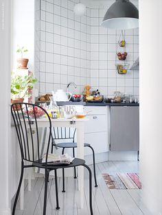 LÄCKÖ IKEA (chair) stolar i frukosthörnan Ikea Kitchen, Kitchen Interior, Kitchen Dining, Kitchen Decor, Kitchen Ideas, Ikea Table, Ikea Chair, Dining Room Design, Dining Room Table
