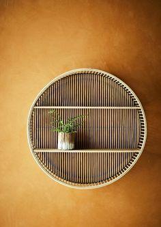 Wauw! Dit is toch een opvaller in ieder interieur, deze toffe wandkast van het trendy Deense merk Madam Stoltz is een blikvanger zonder dat je er iets aan hoeft te doen. Zet er je favoriete musthaves in en hij zal stralen. Plywood Shelves, Wall Shelves, Bamboo Plywood, Bamboo Shelf, Bamboo Wall, Wood Magazine, Sendai, Wall Racks, Decoration Design