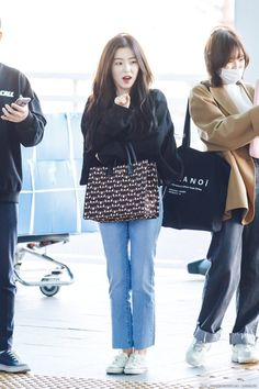 Goth Girl Outfits, Kpop Fashion Outfits, Casual Outfits, Korean Airport Fashion, Asian Fashion, Red Velvet Irene, Velvet Fashion, Airport Style, Fitness Fashion