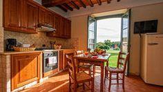 Foto: Appartamento, 2 camere da letto, vista piscina Edging Plants, Kitchen Cabinets, Farmhouse, Home Decor, Decoration Home, Room Decor, Cabinets, Home Interior Design, Cottage