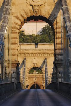✯ Empty Stone Bridge - Budapest, Hungary