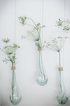 Hanging Vases on a Branch with Queen's Anne's Lace ♥ Source: Wedding Chicks, Floral Design: Kim Fisher Designs, Photo: Theo Milo Hanging Vases, Bud Vases, Wall Vases, Deco Nature, Deco Floral, Fall Wedding Dresses, Home Deco, Floral Arrangements, Flower Arrangement
