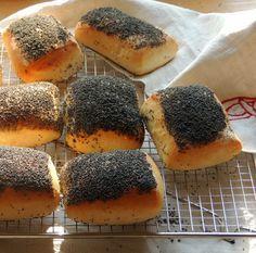 """[gallery type=""""rectangular"""" ids=""""5252″] Når vi en sjælden gang køber morgenbrød hos bageren, så skal jeg altid have en håndværker, fordi jeg elsker det tykke lag med blå bir…"""