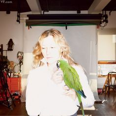 Polly Want A Portrait?: Cindy Sherman, photographed with her macaw, Mister Frieda, in her studio in Lower Manhattan by Annie Leibovitz for March 2012 Vanity Fair Famous Portraits, Studio Portraits, Annie Leibovitz Photography, Cindy Sherman, Artist Materials, National Portrait Gallery, Process Art, Moma, Famous Artists