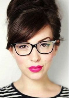 10 Ways to Look Gorgeous in Glasses! http://crazymakeupideas.com/6-simple-steps-to-wash-your-hair-with-shampoo/