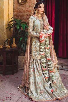 Asian Wedding Dress Pakistani, Asian Bridal Dresses, Pakistani Dresses Casual, Wedding Dresses For Girls, Pakistani Dress Design, Indian Dresses, Indian Outfits, Pakistani Mehndi Dress, Pakistani Clothing