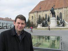 FOTO Clujul în 3000 de fotografii vechi. Povestea inginerului care readuce la viaţă trecutul oraşului | adevarul.ro Louvre, Travel, Viajes, Destinations, Traveling, Trips