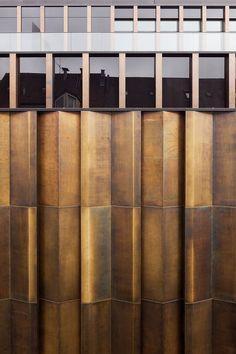 Kuehn Malvezzi Architects: bronze facade on the Joseph Pschorr Haus building in Munich, Germany (completed Detail Architecture, Contemporary Architecture, Interior Architecture, Installation Architecture, Interior Design, Metal Cladding, Wall Cladding, Cladding Materials, Facade Design