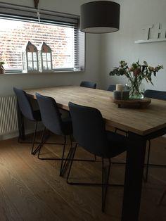 Stoere eettafel/eetkamer in grijs, teak en zwart Dining Chairs, Dining Table, Van, Living Room, Furniture, Home Decor, Moroccan Mirror, Mosaics, Decoration Home