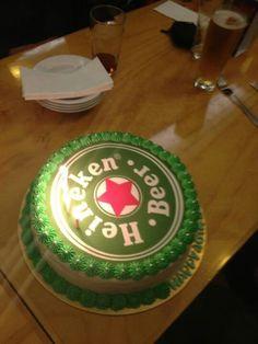 Heineken cake Birthday Cakes, Birthday Ideas, Cupcake Cakes, Cupcakes, Cakes And More, Cake Ideas, Baking, Dinner, Desserts