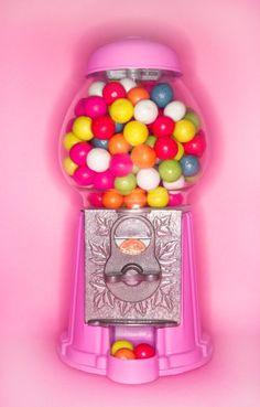 Yummy! Uma máquina de chicletes cor-de-rosa!