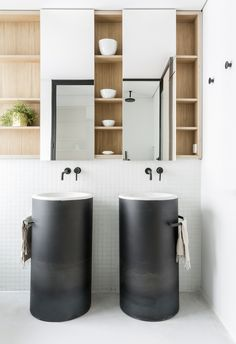This modem home space in Madrid, Spain is designed by Ventura Estudio for a young, dynamic couple with two dogs. So the easy-going flow of space and the honest Black Kitchen Island, Powder Room Design, Contemporary Apartment, Black Kitchens, Interior Architecture, Interior Design, Shelving, Small Spaces, House Design
