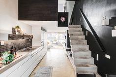 Poddasze z antresolą, betonowe schody - Wnętrze - Zainspiruj się z Foorni.pl