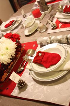 I love the pine cone place card holders & mitten utensil holders! Perfect tablescape for the holidays. {Christmas Table Setting Ideas} {Table Scapes} {Christmas Dinner} {Decor Idea}