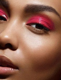 eyeshadow looks Brown eyes are beautiful, especially when enhanced with eye shadow. If you have brown eyes, these 14 eye shadow looks are for you! Summer Eyeshadow, Eyeshadow Looks, Eyeshadow Makeup, Hair Makeup, Morphe Eyeshadow, Glitter Eyeshadow, Eyeshadow Palette, Bright Eye Makeup, Glossy Makeup
