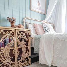 Girls Room Design, Shared Girls Bedroom, Kids Bedroom Designs, Bedroom Color Schemes, Kids Rooms Inspo, Green Bedroom Walls, Kids Bedrooms Colors, Hamptons House Interior, Toddler Bedrooms