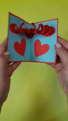 Handmade card for Valentine's Day Tutorial / Give your Valentine's Day cards a special touch Diy Crafts Hacks, Diy Crafts For Gifts, Diy Arts And Crafts, Valentines Day Cards Handmade, Valentine Day Crafts, Happy Birthday Cards Handmade, Kids Valentines, Paper Crafts Origami, Mothers Day Crafts