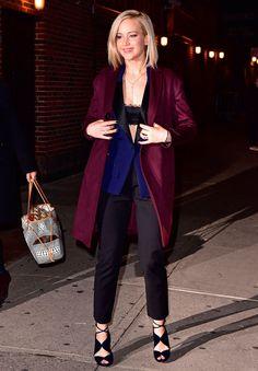 Las celebridades demuestran que enseñar un poco (o mucho) de su ropa interior le da romanticismo y actitud a cualquier outfit.