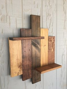Shelves Pallet Rustic shelf made of reclaimed pallet wood. Sealed with polyurethane. - Rustic shelf made of reclaimed pallet wood. Sealed with polyurethane.