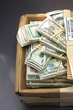 I feel the abundance of money coming into my life and I am grateful for this wonderful sensation of limitless cash always at hand Show Me The Money, How To Make Money, Mo Money, Cash Money, Money Stacks, Motivation, Extra Money, Law Of Attraction, Ottawa