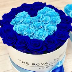 When Royal Blue can cheer up your day! #spreadlove #theroyalrosesgermany #rosebox #infinity #love